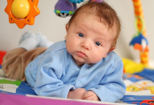 jouet d eveil pour bebe de 4 mois l 39 univers du b b. Black Bedroom Furniture Sets. Home Design Ideas